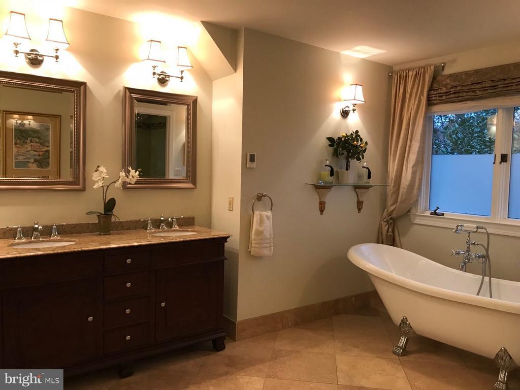 Updated Bathroom w/ Heated Flooring - 1309 STAMFORD WAY, RESTON