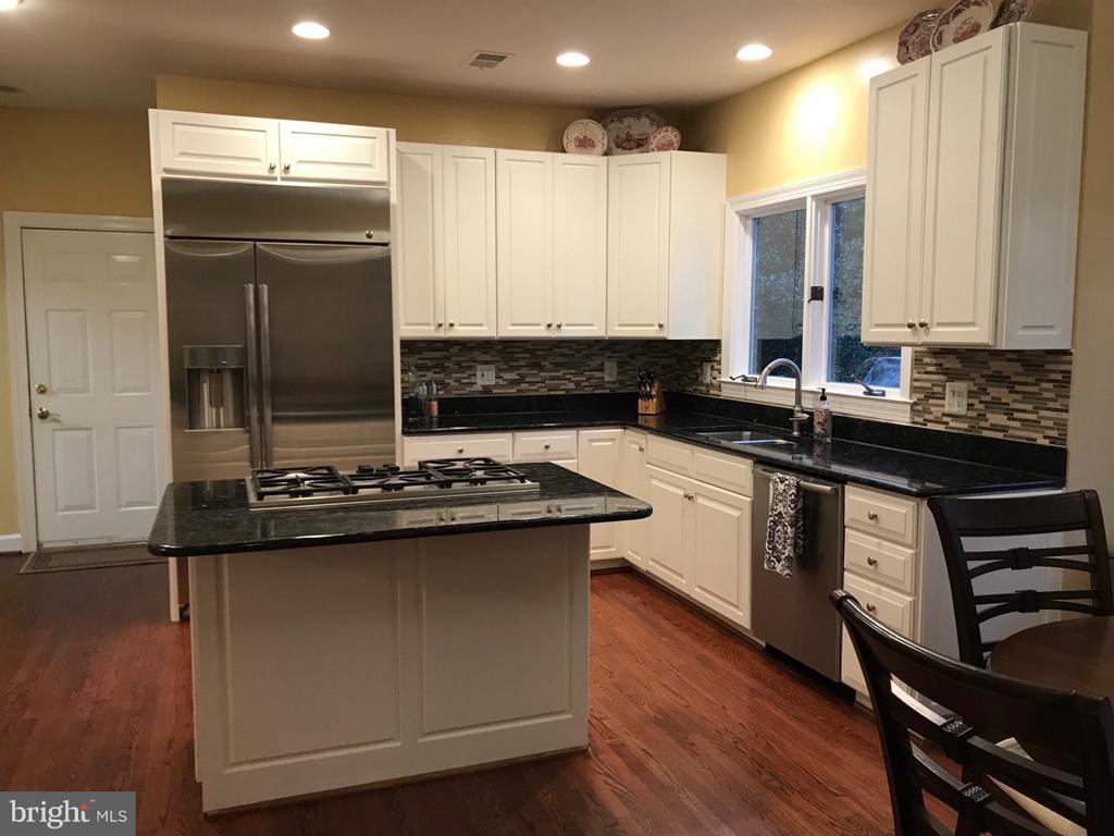 Gourmet Kitchen with Bosch Appliances - 1309 STAMFORD WAY, RESTON