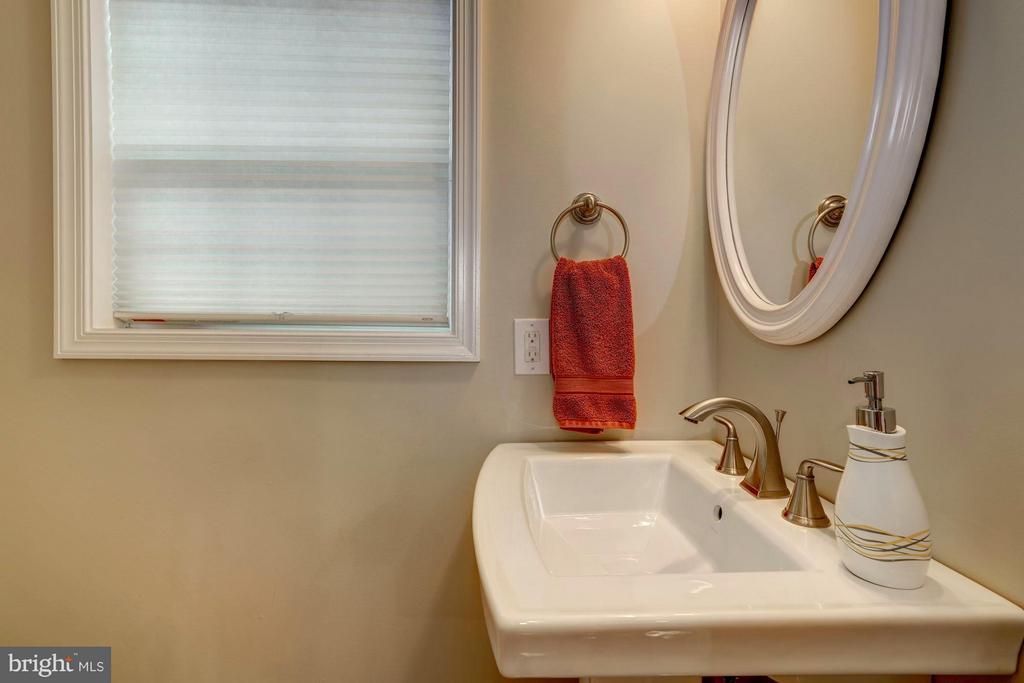 Main Level Powder Room - 1206 GALLATIN ST NW, WASHINGTON