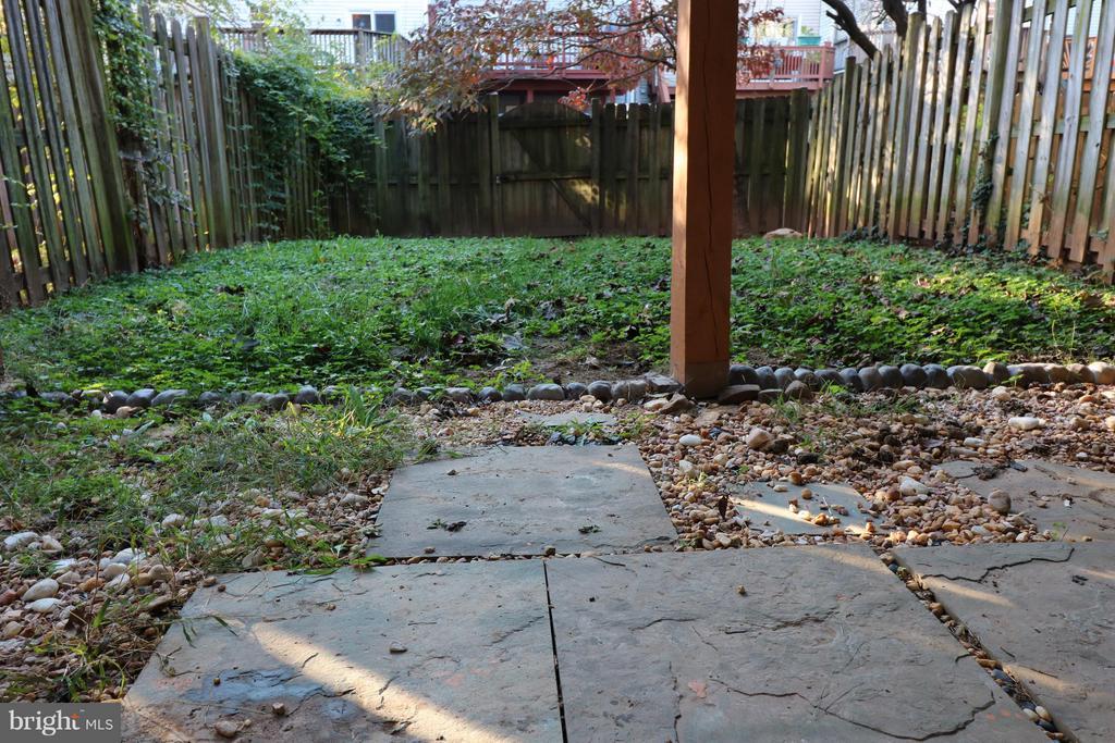 Fenced Yard. - 529 BLACKSBURG TER NE, LEESBURG