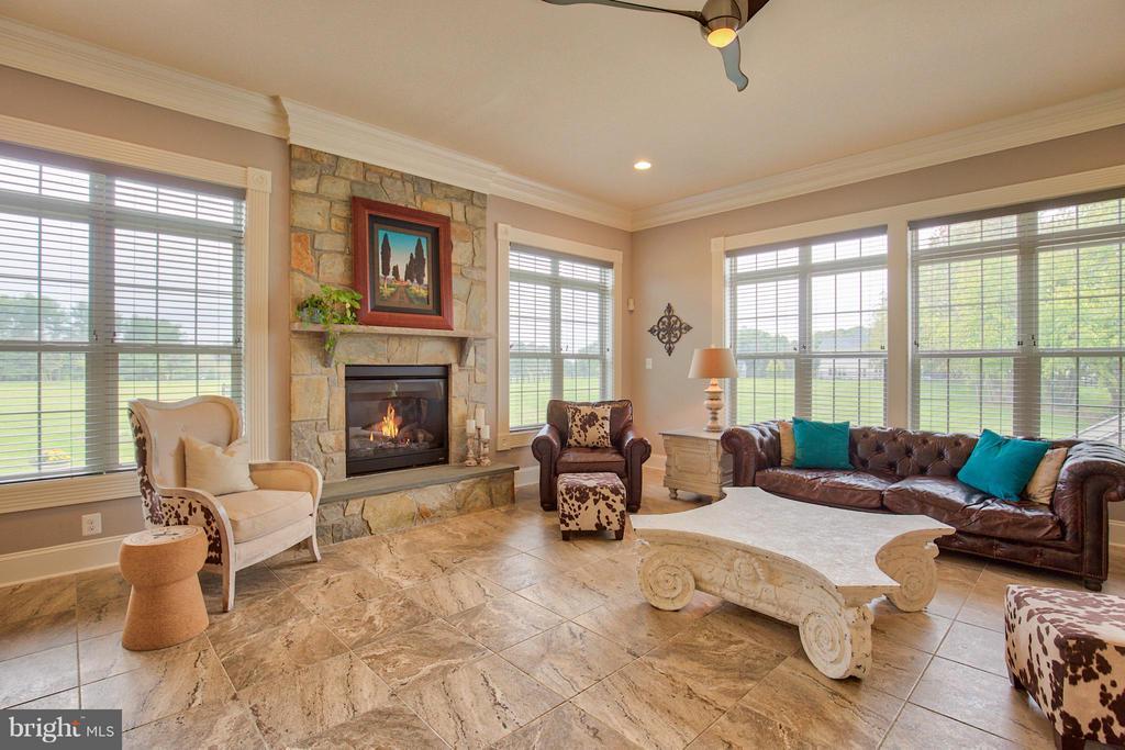 Family Room with porcelain tile flooring - 17331 WESTHAM ESTATES CT, HAMILTON