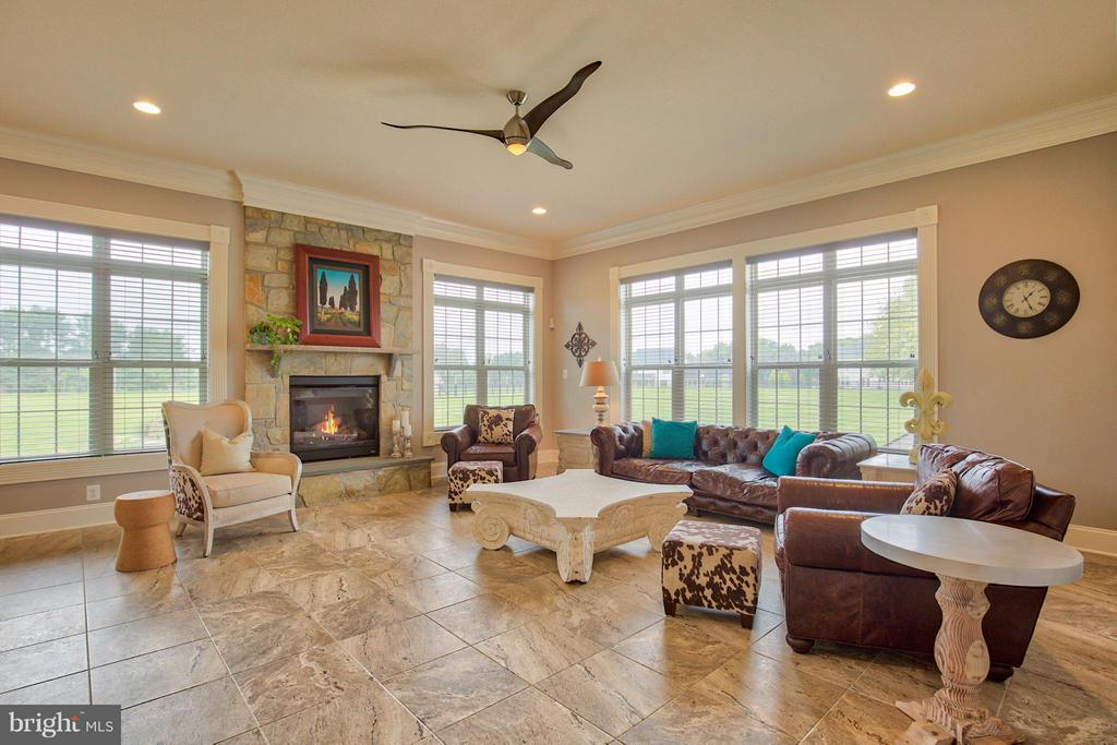 Family Room with gas fireplace with stone surround - 17331 WESTHAM ESTATES CT, HAMILTON