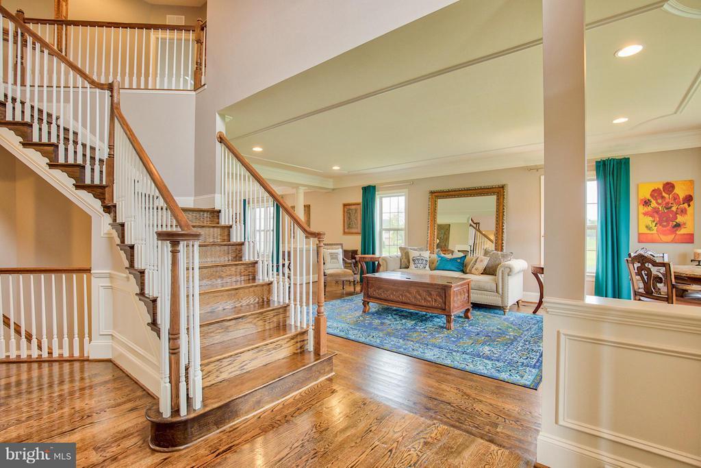2 Story Grand Entrance - 17331 WESTHAM ESTATES CT, HAMILTON