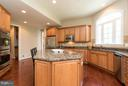 Double ovens, gas cooktop - 43857 RIVERPOINT DR, LEESBURG