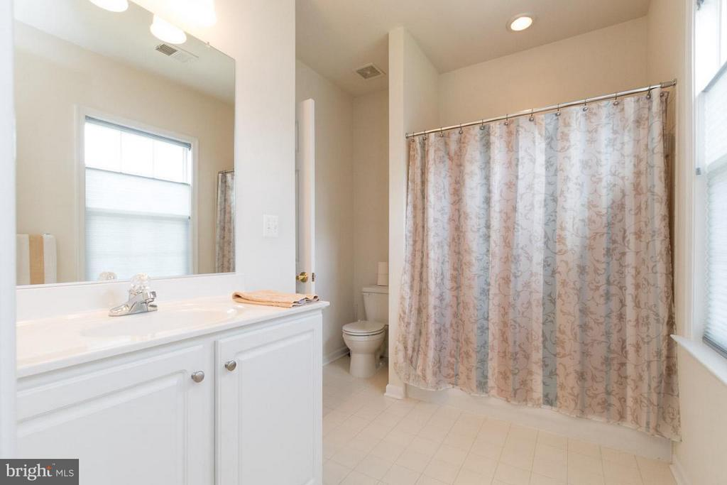 Bath - 43857 RIVERPOINT DR, LEESBURG