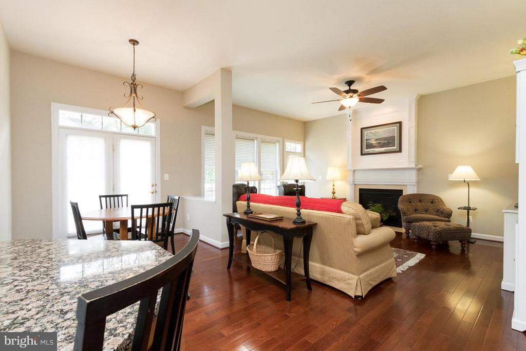 Kitchen to family room - 43857 RIVERPOINT DR, LEESBURG
