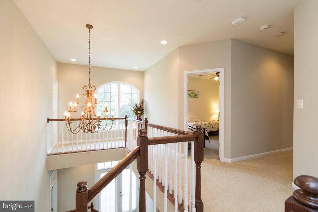 Upper level hall. - 43857 RIVERPOINT DR, LEESBURG