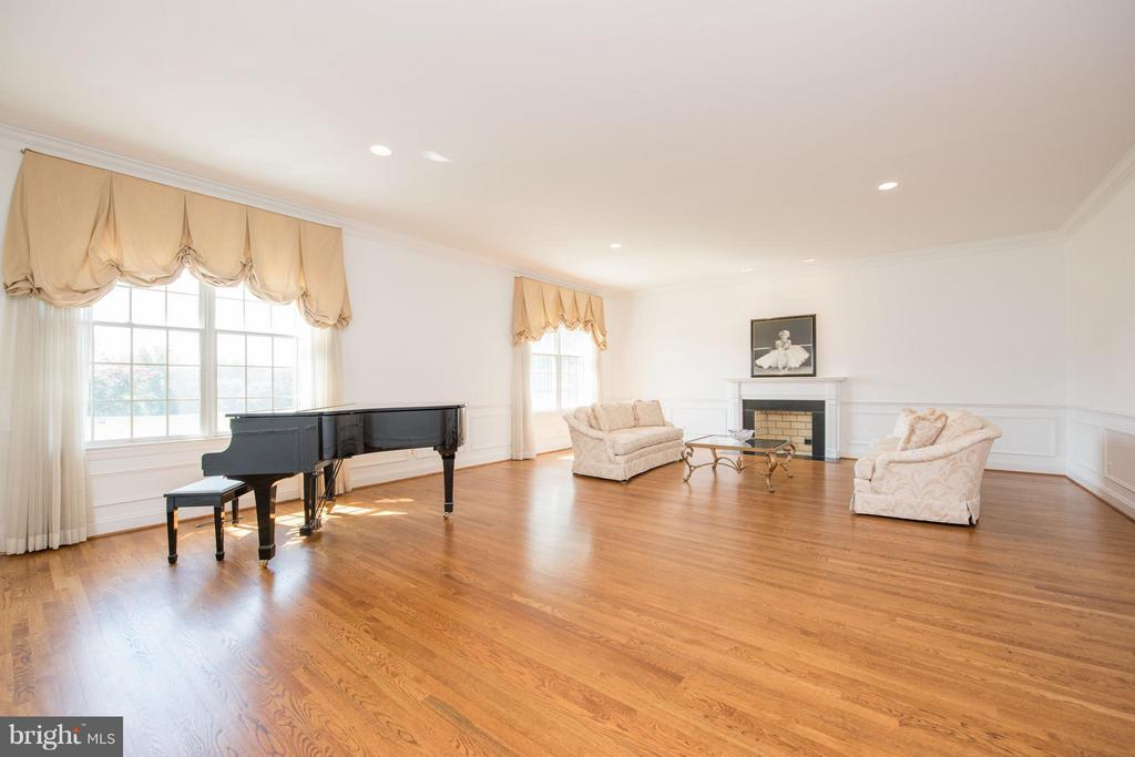 Family Room - 5900 SUNDOWN RD, GAITHERSBURG