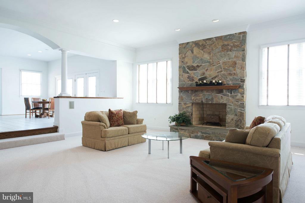 Living Room - 5900 SUNDOWN RD, GAITHERSBURG