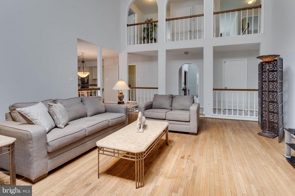 2-story ceilings! - 5401 HARROW CT, FAIRFAX