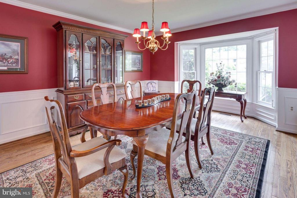 Elegant formal dining room with butler's pantry! - 5401 HARROW CT, FAIRFAX