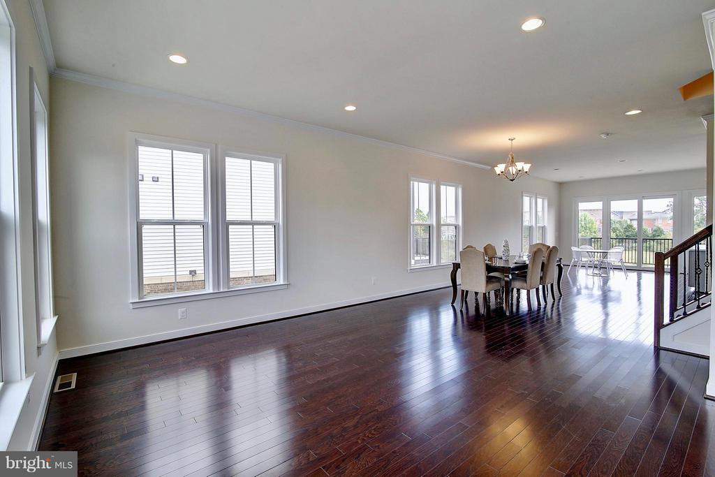 Hardwood Floors Throughout Main Level - 23092 SULLIVANS COVE SQ, ASHBURN