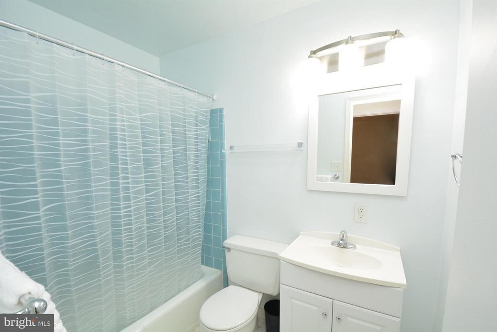 Bath - 5524 CONISTONE CT, BURKE