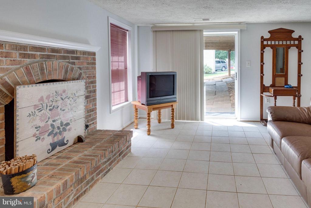 Walk-out lower level - 5401 HARROW CT, FAIRFAX