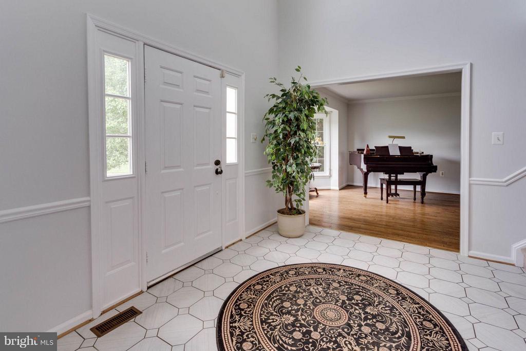 Foyer with beautiful tiling - 5401 HARROW CT, FAIRFAX