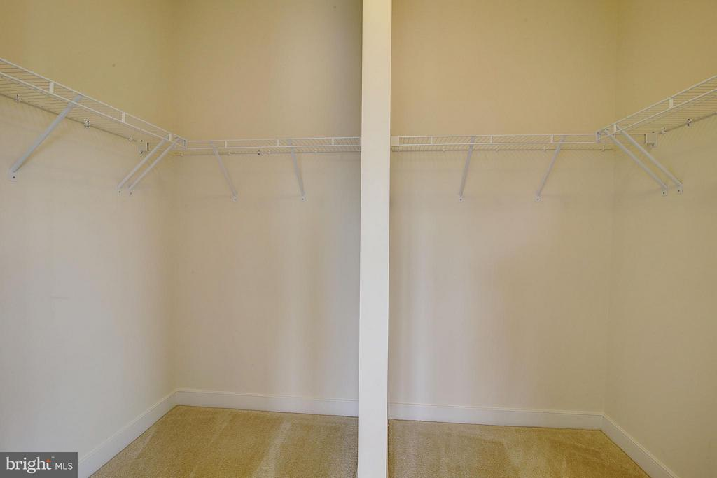 Spacious Master Walk In Closet - 23092 SULLIVANS COVE SQ, ASHBURN