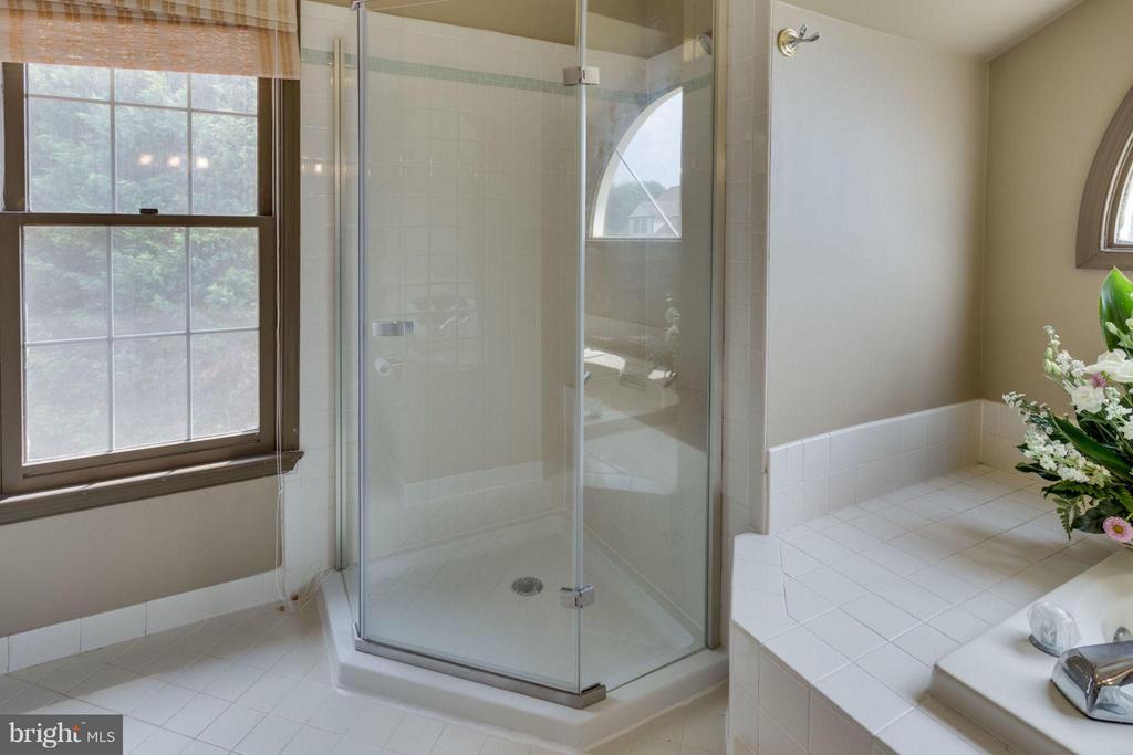 Stand alone shower - 5401 HARROW CT, FAIRFAX