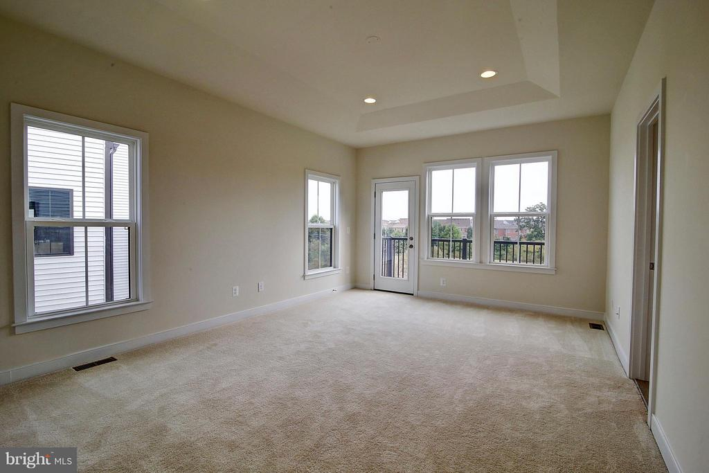 Master Bedroom With Private Rear Balcony - 23092 SULLIVANS COVE SQ, ASHBURN