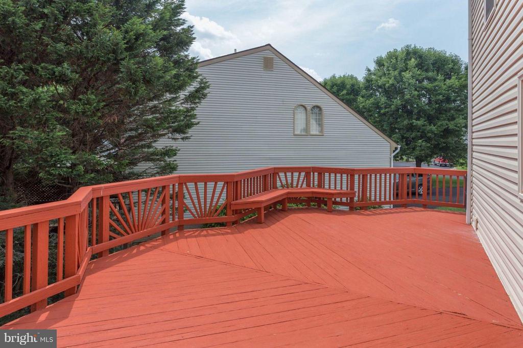 Big deck - 5401 HARROW CT, FAIRFAX