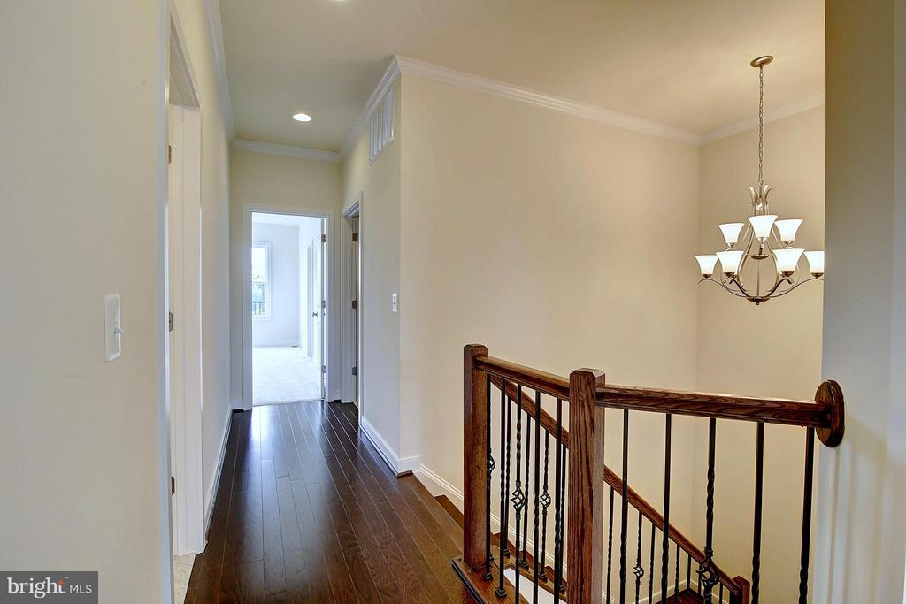 Hardwood Floors in Upper Level Hallway - 23092 SULLIVANS COVE SQ, ASHBURN