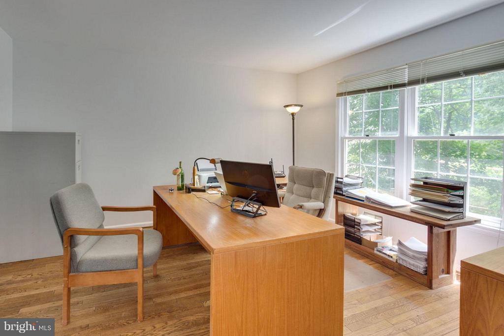 Could be an office or a playroom - 5401 HARROW CT, FAIRFAX