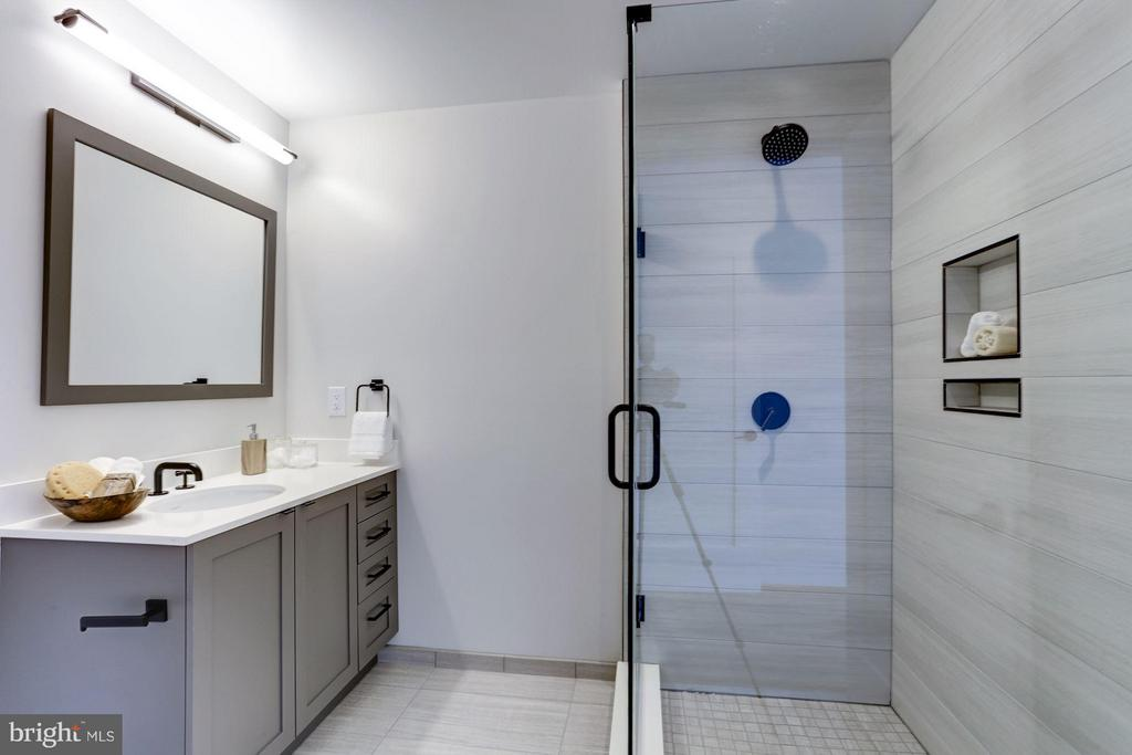 Private ensuite bathroom for third bedroom - 1313 D ST SE, WASHINGTON