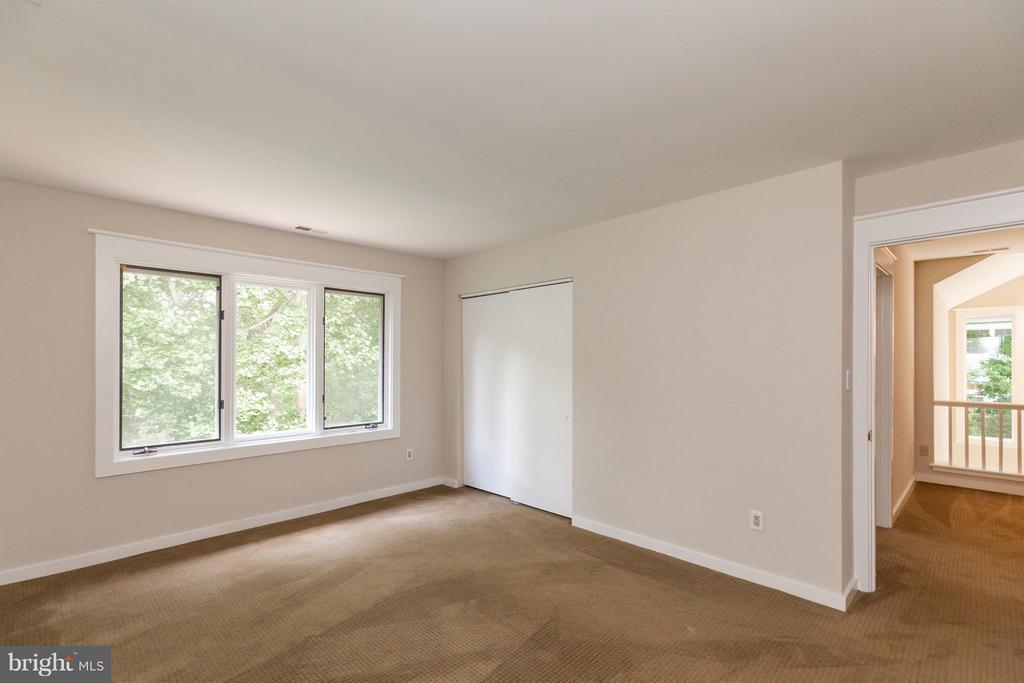 Large bedroom off upper level loft - 3131 MONROE ST, ARLINGTON