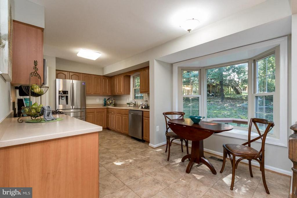 Kitchen - 4707 CARTERWOOD DR, FAIRFAX
