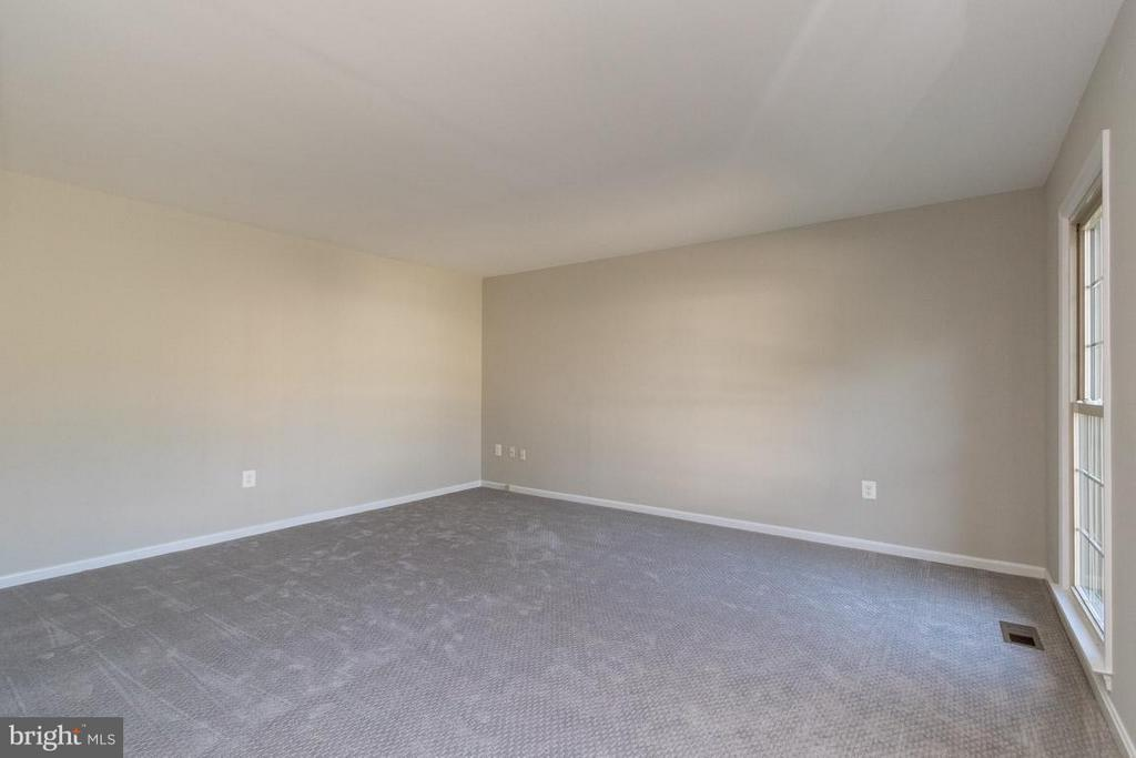 Living Room - 4707 CARTERWOOD DR, FAIRFAX