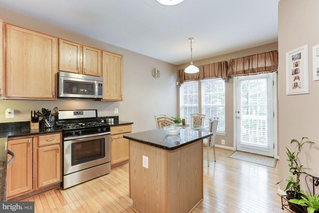 Newer stainless steel appliances - 44456 LIVONIA TER, ASHBURN