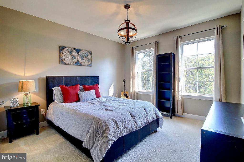 Bedroom with bathroom attached - 20385 SAVIN HILL DR, ASHBURN