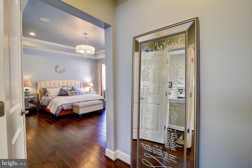 Master bedroom with hardwood floors - 20385 SAVIN HILL DR, ASHBURN