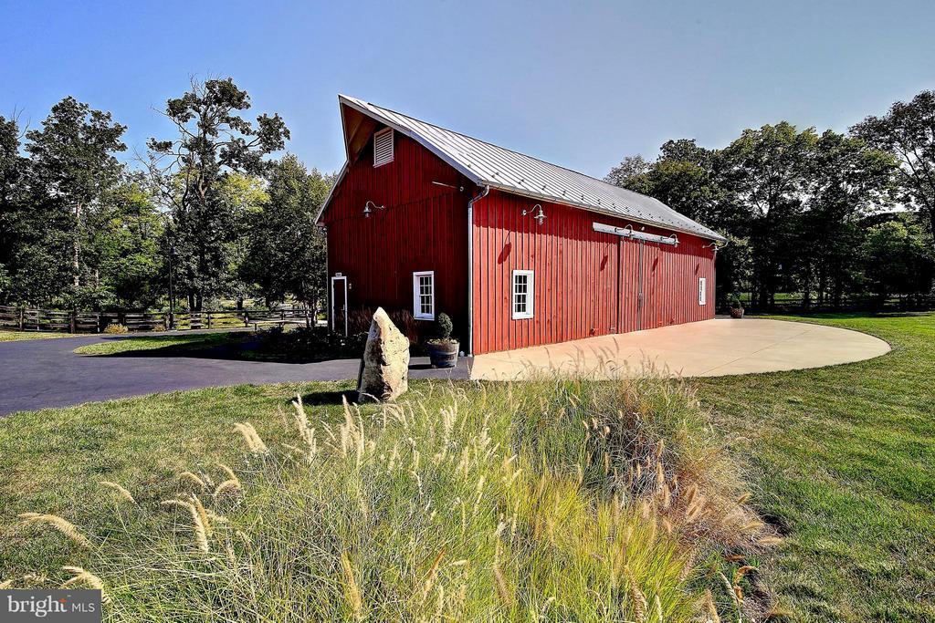 The barn at One Loudoun - 20385 SAVIN HILL DR, ASHBURN