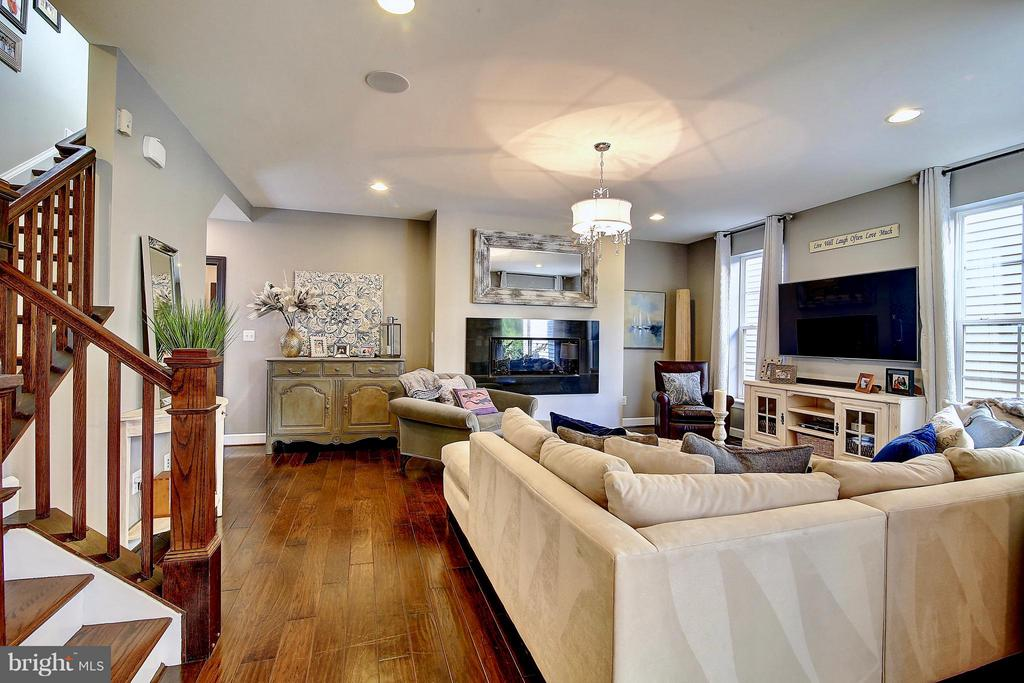 Gorgeous wide plank floors - 20385 SAVIN HILL DR, ASHBURN