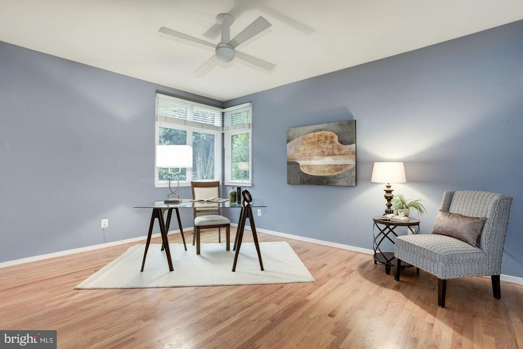 Main Level Bedroom/ Library - 1437 WATERFRONT RD, RESTON