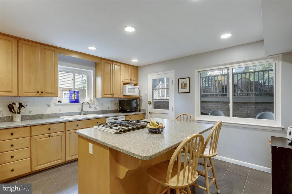 11306 Gilsan St, Silver Spring, MD 20902