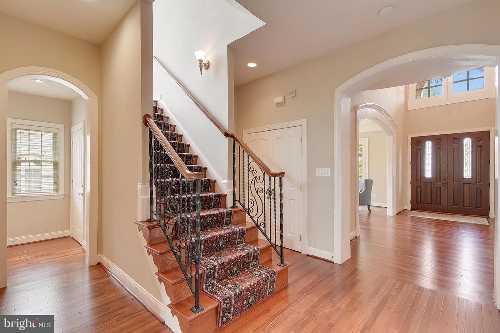Staircase - 43422 CLOISTER PL, LEESBURG