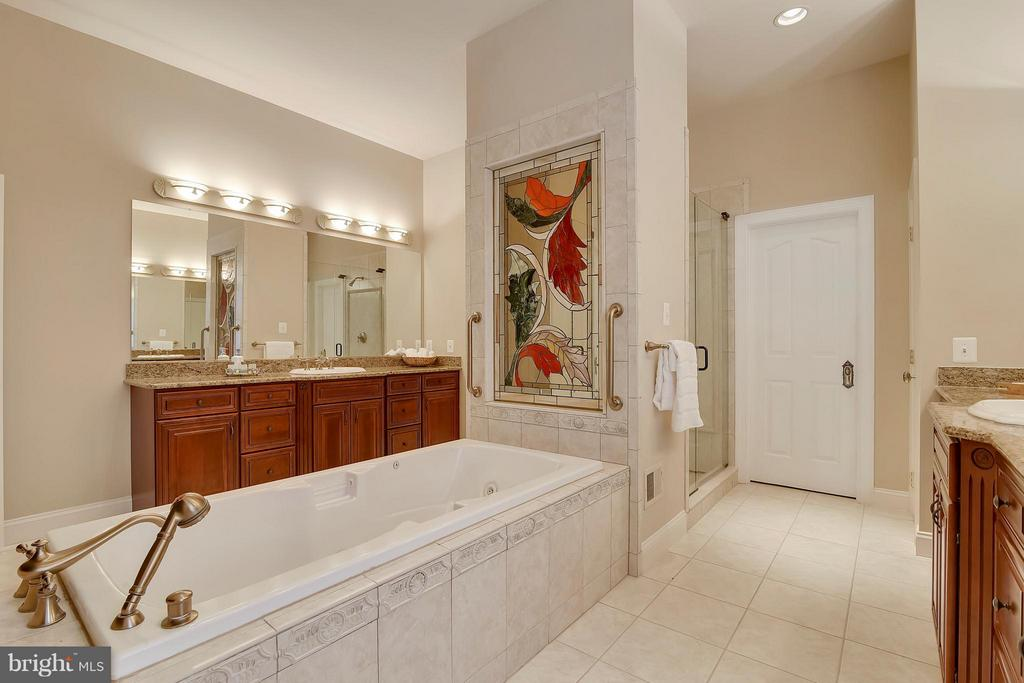 Jetted tub - 43422 CLOISTER PL, LEESBURG