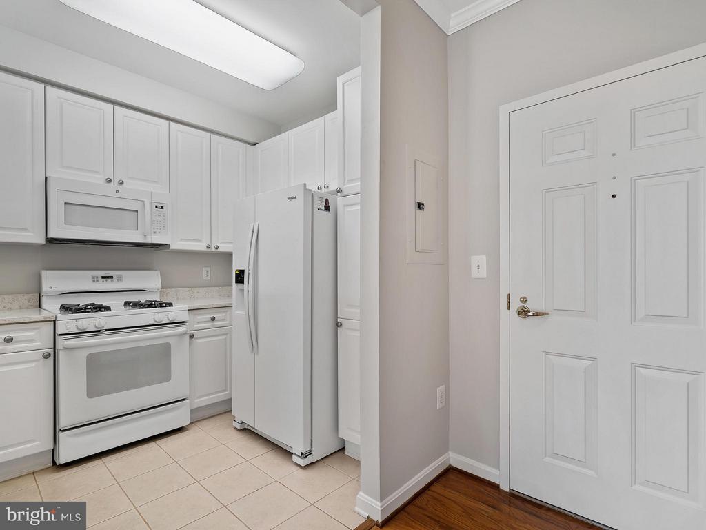 Kitchen - 1855 STRATFORD PARK PL #201, RESTON