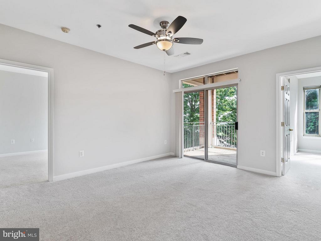 Living Room - 1855 STRATFORD PARK PL #201, RESTON