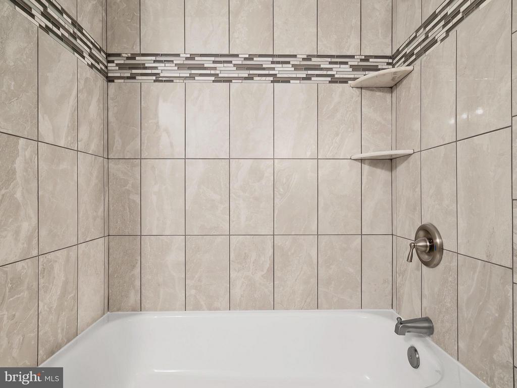 Bath (Master) - 1855 STRATFORD PARK PL #201, RESTON