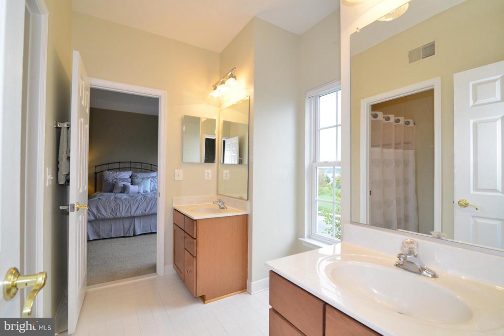 Jack & Jill Bath betw Bedroom #1 & #2 - 13534 VILLAGE GREEN DR, LEESBURG