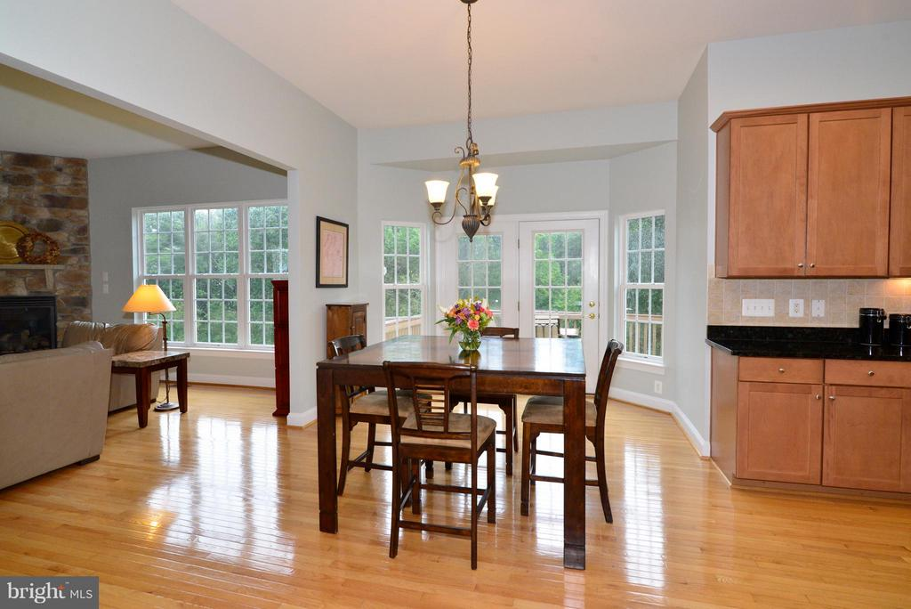 Breakfast nook - 13534 VILLAGE GREEN DR, LEESBURG