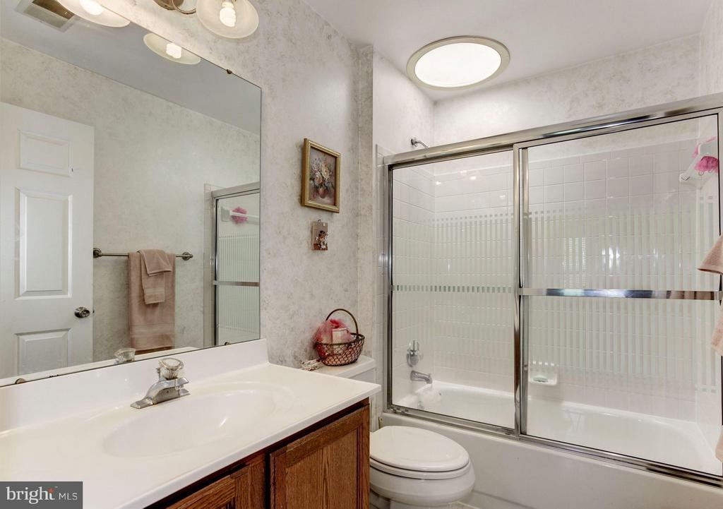 Bath Hallway- Upper Bathroom - 15311 EGRET CT, WOODBRIDGE