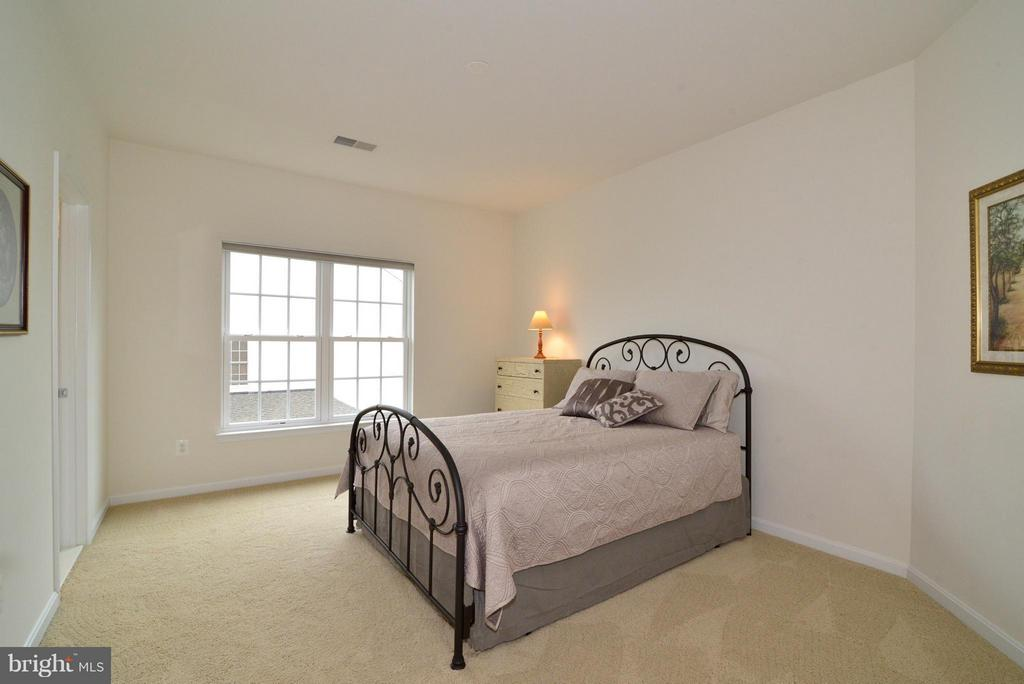 Upper Bedroom #3 - 13534 VILLAGE GREEN DR, LEESBURG