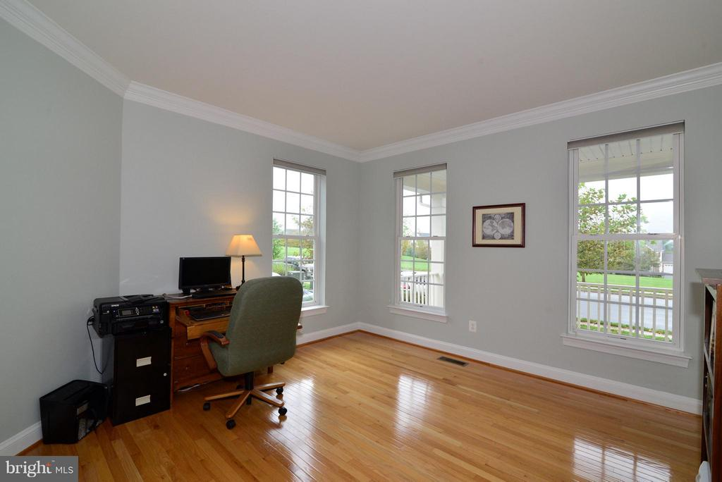 Main level office - 13534 VILLAGE GREEN DR, LEESBURG