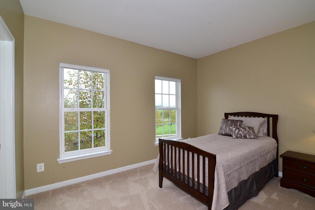 Upper Bedroom #2 - 13534 VILLAGE GREEN DR, LEESBURG