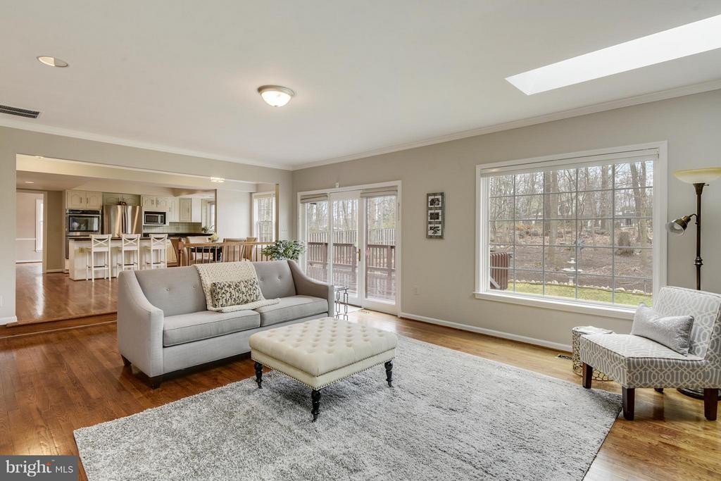 Family Room - 10327 HICKORY FOREST DR, OAKTON