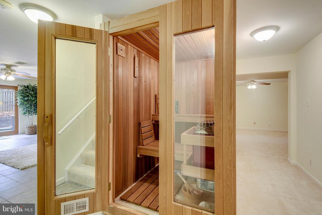 Relax in your very own Sauna - 10327 HICKORY FOREST DR, OAKTON