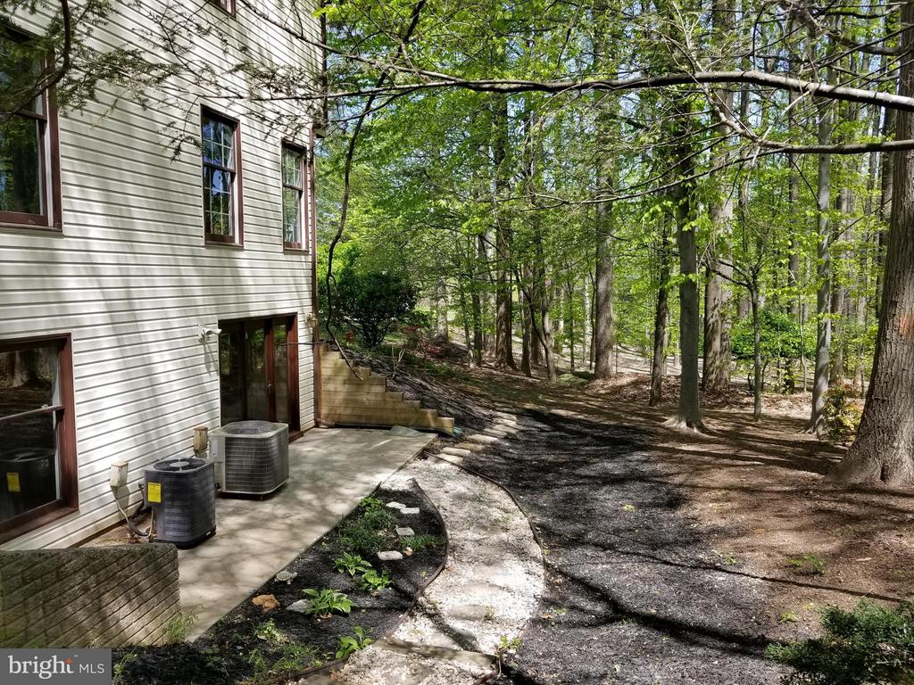 Side Walk out lower level - 10327 HICKORY FOREST DR, OAKTON